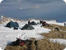 Tábor a Tarnita Crucii nyeregben
